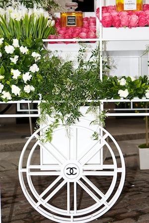 CHANEL Flower cart wheel
